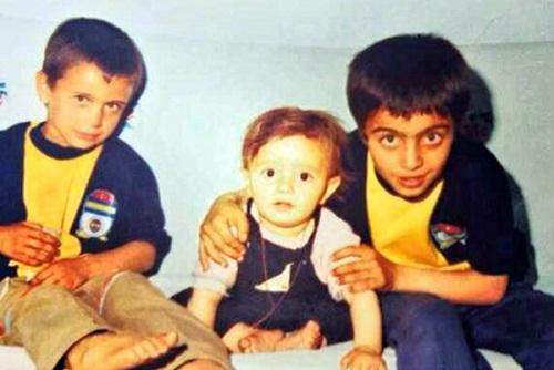 Аднан Коч в детстве с братьями фото