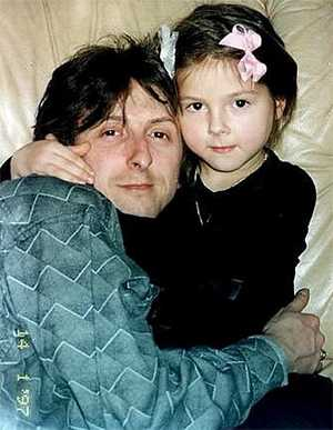 Нюша Шурочкина в детстве с отцом