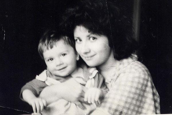 Сергей Лазарев в детстве с мамой фото