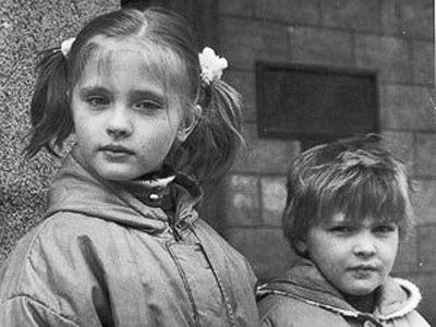 Сестры Казючиц в детстве