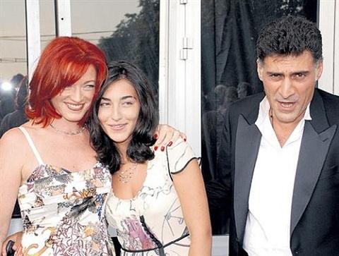 Алена Хмельницкая с семьей: бывшим мужем Тиграном Кеосаяном и дочерью Сашей.