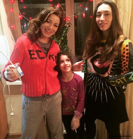 Алена Хмельницкая с дочерьми фото
