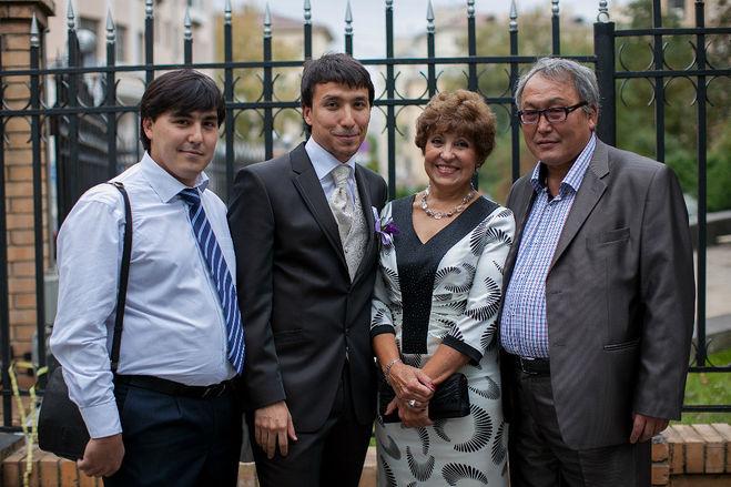 Дмитрий Абзалов с родителями и братом