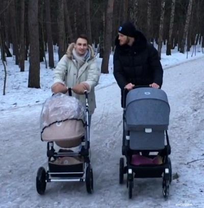 Иван Телегин на прогулке с дочерью