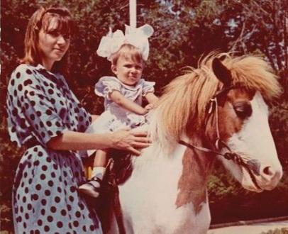 Юля Самойлова в детстве со своей мамой фото
