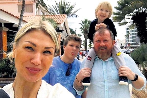 Константин Ивлев с женой и детьми фото