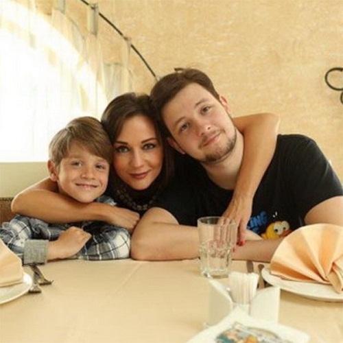Татьяна Буланова с сыновьями Александром и Никитой фото