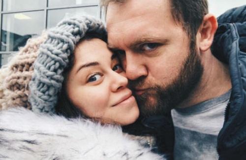 Денис Шведов с женой фото