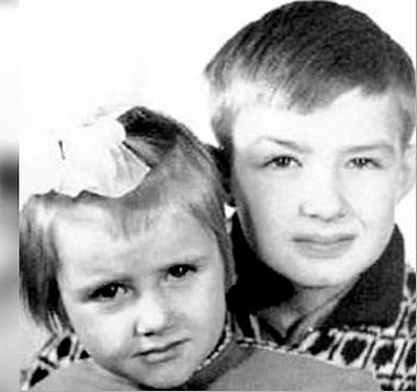 Ирина Розанова в детстве с братом
